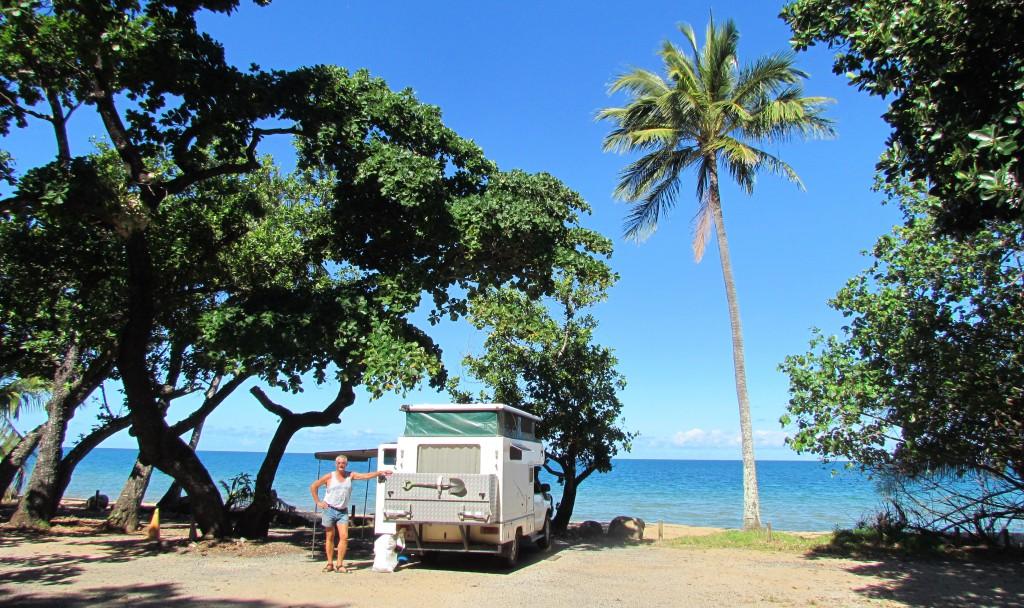 Begin januari 2015 zijn we naar Australië afgereisd met als doel daar een 4x4 camper te kopen en deze volledig naar onze ideeën in te richten om daar vervolgens de komende jaren met regelmaat in dat schitterende land periodes van drie maanden  mee rond te trekken. We zijn begonnen in Cairns bij de zus van Marja en binnen een week hadden we een camper gevonden die aan onze wensen voldeed, een Zwitsers echtpaar had daar 10 maanden mee gereisd en gingen weer naar huis. echter deze camper stond in Perth ruim 5 uur vliegen voor een bezichtiging. Het was liefde op het eerste gezicht, de prijs bijzonder gunstig en de camper werd dan ook gekocht. Hieronder vind je een compleet verslag met ruim 900 foto's,   de totale trip van Perth naar Cairns was 12500 km, we hebben daar 8 weken over gedaan en ruim de helft van de tijd gratis in de geweldige natuur van Australië gekampeerd. Veel lees en kijk plezier